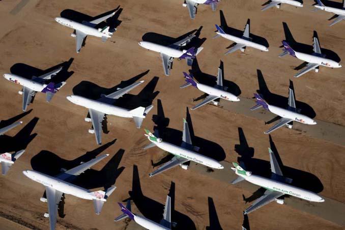 Ένα γιγαντιαίο νεκροταφείο αεροσκαφών στην έρημο της Καλιφόρνια (9)