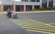 Κάνοντας τις διαγραμμίσεις σε ένα parking