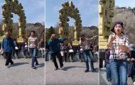 Κινέζος παππούς εντυπωσιάζει με τις χορευτικές του φιγούρες στον δρόμο