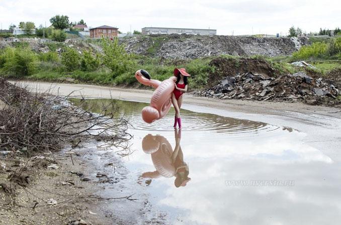 Μοντέλο διαμαρτύρεται για τους δρόμους στη Ρωσία με μια επαγγελματική φωτογράφηση στις λακκούβες (3)