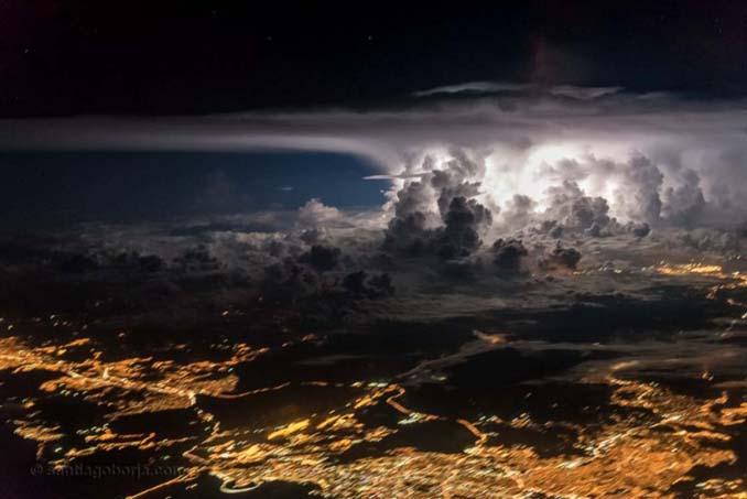 Πιλότος απαθανατίζει τέλειες καταιγίδες από το πιλοτήριο του αεροπλάνου (1)