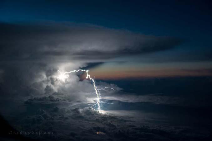 Πιλότος απαθανατίζει τέλειες καταιγίδες από το πιλοτήριο του αεροπλάνου (4)