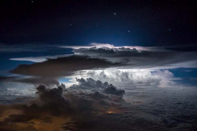 Πιλότος απαθανατίζει τέλειες καταιγίδες από το πιλοτήριο του αεροπλάνου (5)