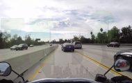 Δείτε τι συνέβη όταν ένα αυτοκίνητο στην Εθνική Οδό πετάχτηκε μπροστά από μια μοτοσικλέτα