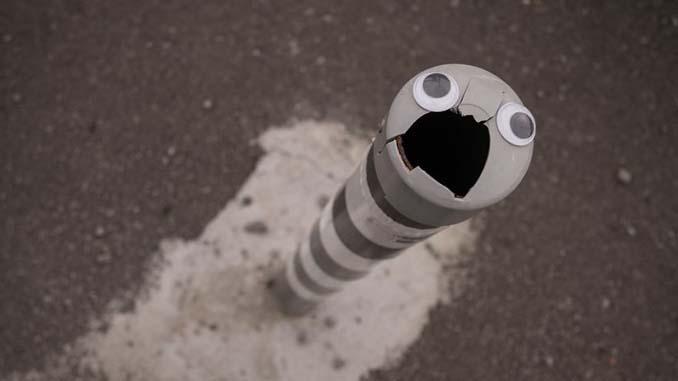 Κάποιος στη Βουλγαρία τοποθετεί ματάκια σε σπασμένα αντικείμενα και το αποτέλεσμα είναι άκρως διασκεδαστικό! (6)