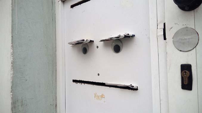 Κάποιος στη Βουλγαρία τοποθετεί ματάκια σε σπασμένα αντικείμενα και το αποτέλεσμα είναι άκρως διασκεδαστικό! (15)