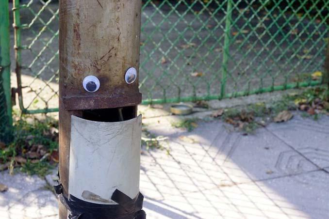 Κάποιος στη Βουλγαρία τοποθετεί ματάκια σε σπασμένα αντικείμενα και το αποτέλεσμα είναι άκρως διασκεδαστικό! (16)
