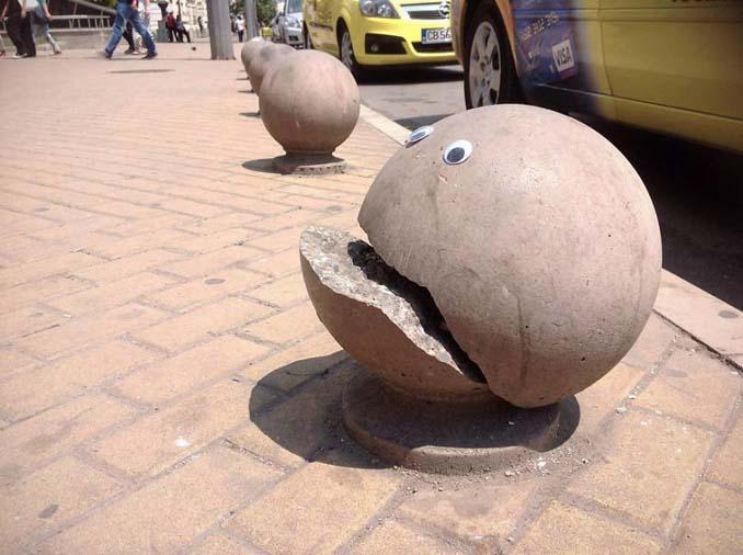 Κάποιος στη Βουλγαρία τοποθετεί ματάκια σε σπασμένα αντικείμενα και το αποτέλεσμα είναι άκρως διασκεδαστικό! (1)