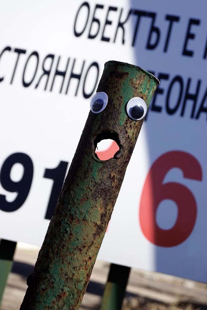 Κάποιος στη Βουλγαρία τοποθετεί ματάκια σε σπασμένα αντικείμενα και το αποτέλεσμα είναι άκρως διασκεδαστικό! (17)