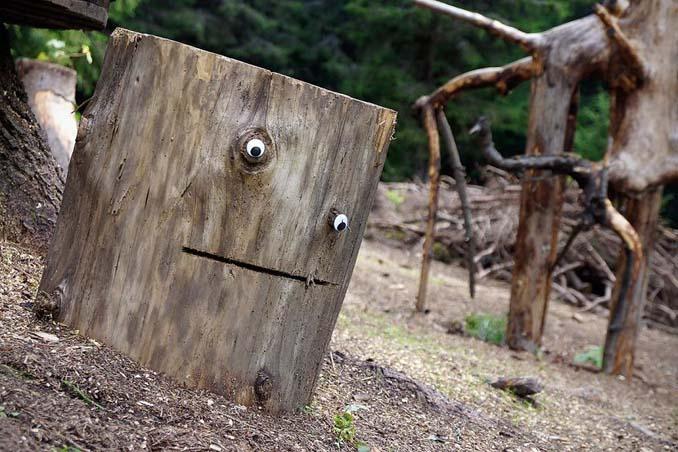 Κάποιος στη Βουλγαρία τοποθετεί ματάκια σε σπασμένα αντικείμενα και το αποτέλεσμα είναι άκρως διασκεδαστικό! (18)