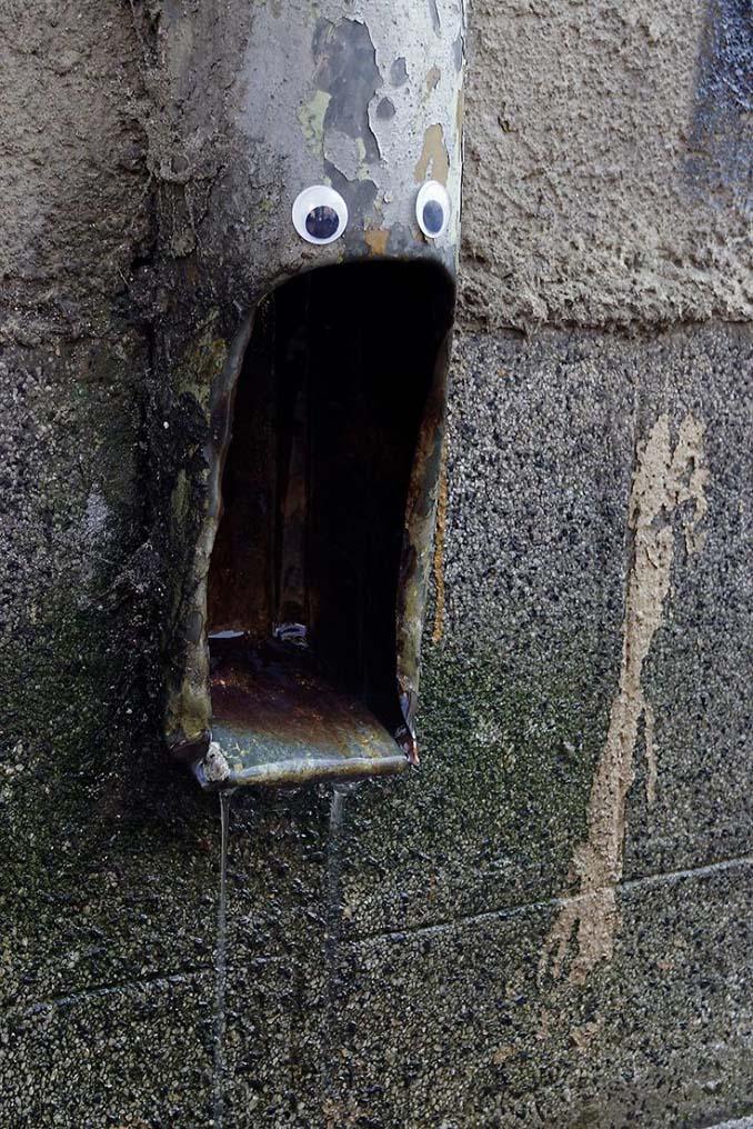 Κάποιος στη Βουλγαρία τοποθετεί ματάκια σε σπασμένα αντικείμενα και το αποτέλεσμα είναι άκρως διασκεδαστικό! (26)