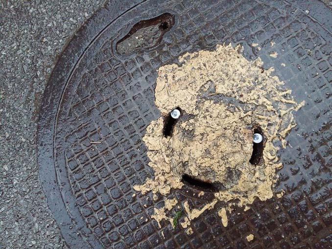 Κάποιος στη Βουλγαρία τοποθετεί ματάκια σε σπασμένα αντικείμενα και το αποτέλεσμα είναι άκρως διασκεδαστικό! (28)