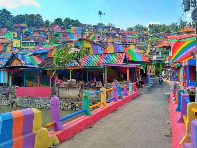 Χωριό ουράνιο τόξο στην Ινδονησία (6)