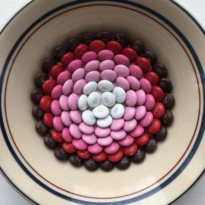 Ο Adam Hillman τακτοποιεί αντικείμενα και γλυκά με βάση το χρώμα (3)