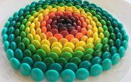 Ο Adam Hillman τακτοποιεί αντικείμενα και γλυκά με βάση το χρώμα (10)