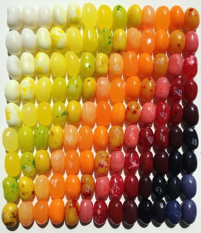 Ο Adam Hillman τακτοποιεί αντικείμενα και γλυκά με βάση το χρώμα (11)
