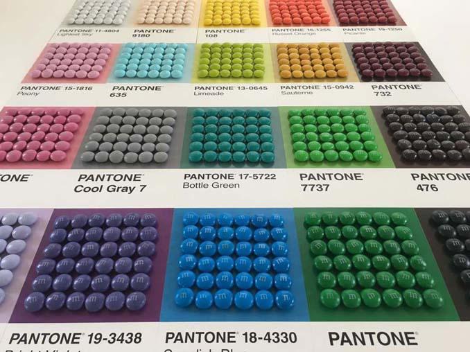 Ο Adam Hillman τακτοποιεί αντικείμενα και γλυκά με βάση το χρώμα (16)