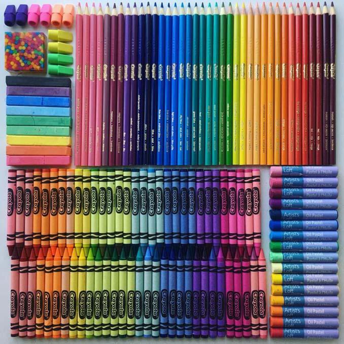 Ο Adam Hillman τακτοποιεί αντικείμενα και γλυκά με βάση το χρώμα (23)