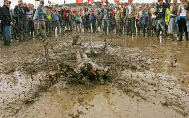 Glastonbury: Φεστιβάλ στις λάσπες (3)