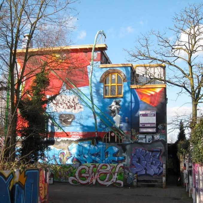 Ξεφλουδίζοντας επιφάνεια με γκράφιτι 30 ετών (9)