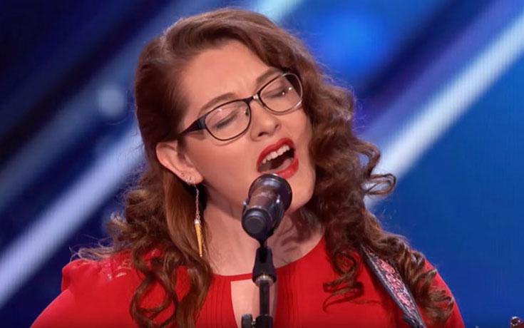 Κωφή τραγουδίστρια συγκλόνισε με την ερμηνεία της το «Αμερική Έχεις Ταλέντο»