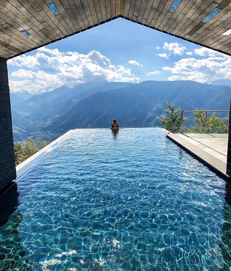 Πισίνα με... ανοιχτό ορίζοντα | Φωτογραφία της ημέρας