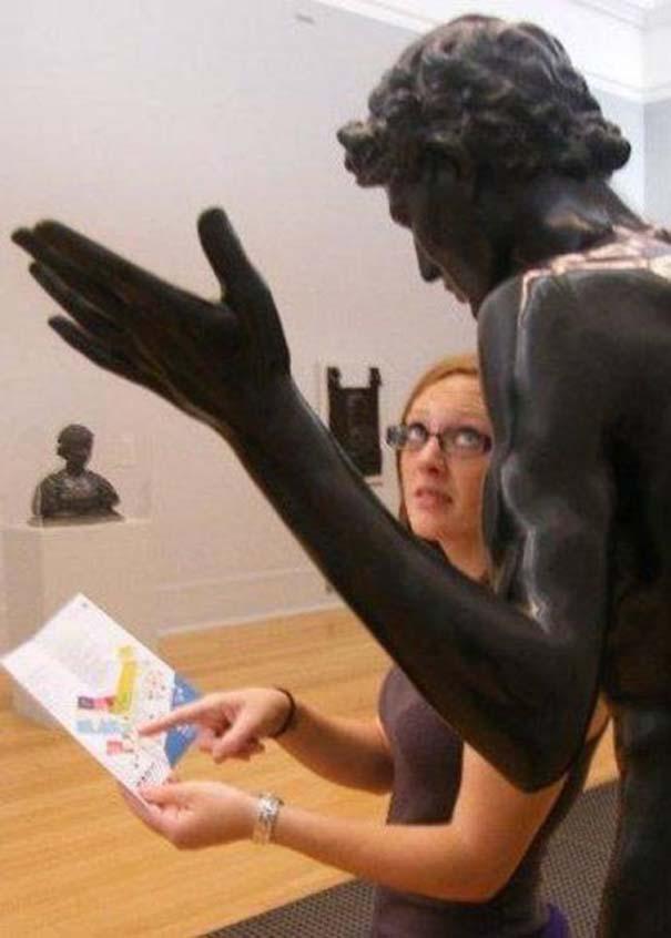 Ποζάροντας με αγάλματα #26 (2)