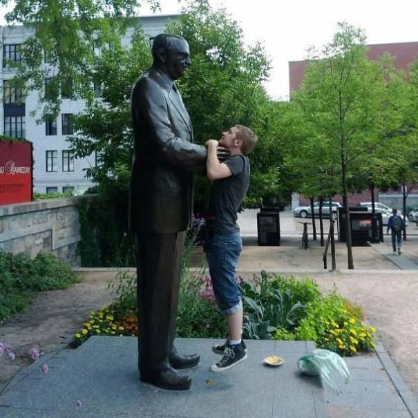 Ποζάροντας με αγάλματα #27 (5)