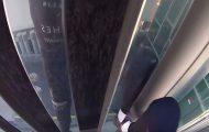 Δείτε πώς ένας πραγματικός Spiderman σκαρφαλώνει σε 29όροφο ξενοδοχείο