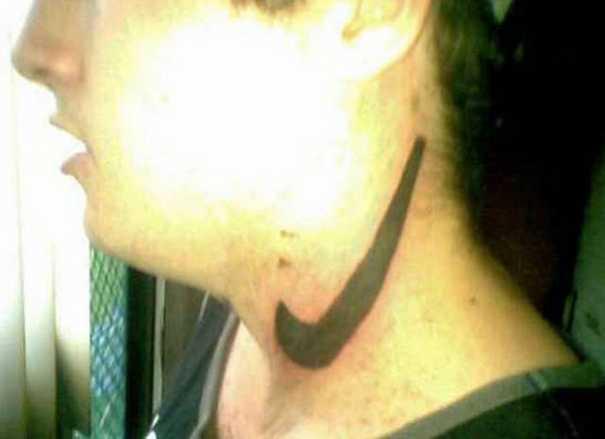 19 τατουάζ που προκαλούν... γέλιο! (13)