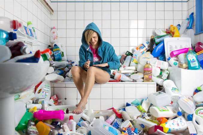 Φωτογράφος δείχνει τι θα συνέβαινε αν για 4 χρόνια δεν πετούσατε τα σκουπίδια σας (7)