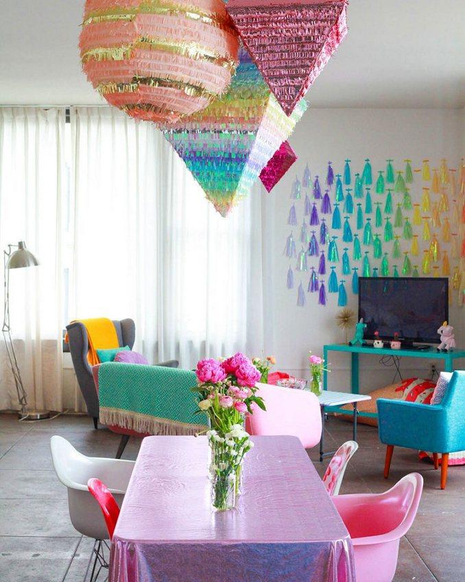 Αυτή η γυναίκα έχει ίσως το πιο πολύχρωμο διαμέρισμα που έχετε δει (7)