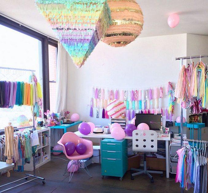 Αυτή η γυναίκα έχει ίσως το πιο πολύχρωμο διαμέρισμα που έχετε δει (8)