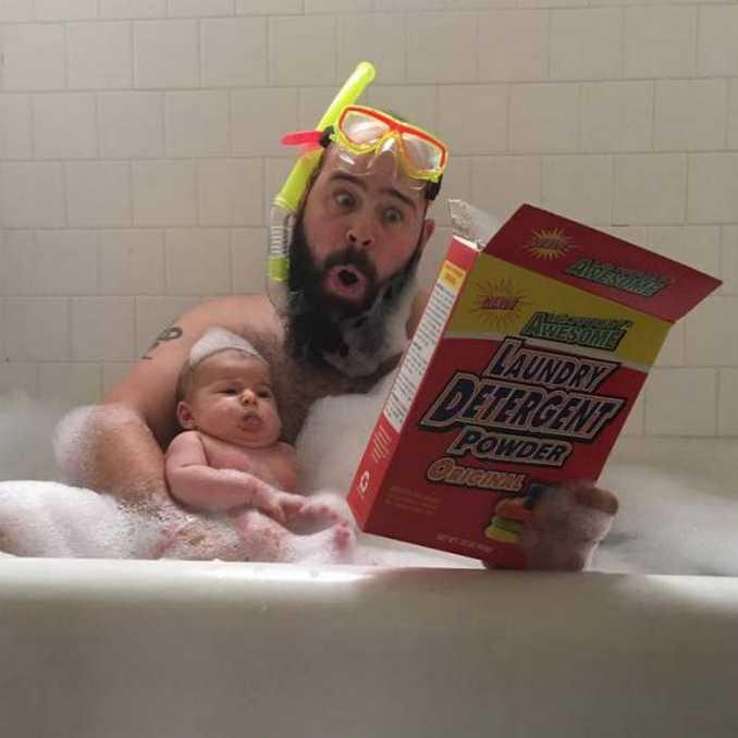 Τρελός μπαμπάς και η 9 μηνών κόρη του σε ξεκαρδιστικές φωτογραφίες (9)