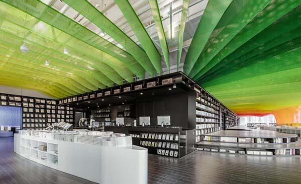 Ένα από τα πιο εντυπωσιακά βιβλιοπωλεία στον κόσμο (3)