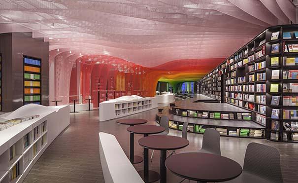 Ένα από τα πιο εντυπωσιακά βιβλιοπωλεία στον κόσμο (7)
