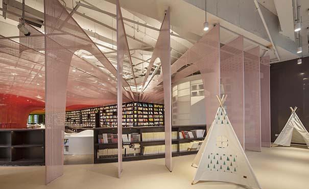 Ένα από τα πιο εντυπωσιακά βιβλιοπωλεία στον κόσμο (10)