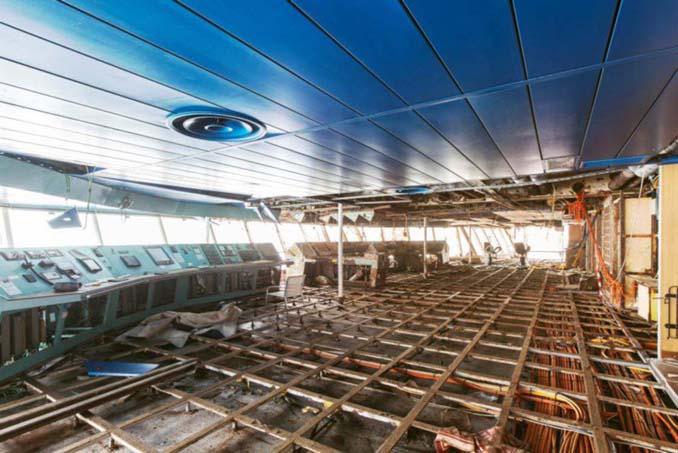 Ένας φωτογράφος μπήκε στο ναυάγιο του κρουαζιερόπλοιου Costa Concordia (12)