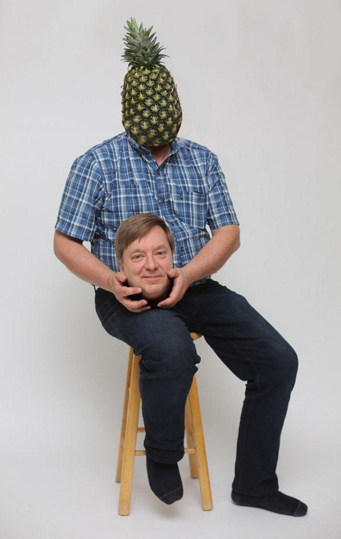 Περήφανος πατέρας ποζάρει με ανανά και γίνεται έμπνευση για τα Photoshop trolls (2)