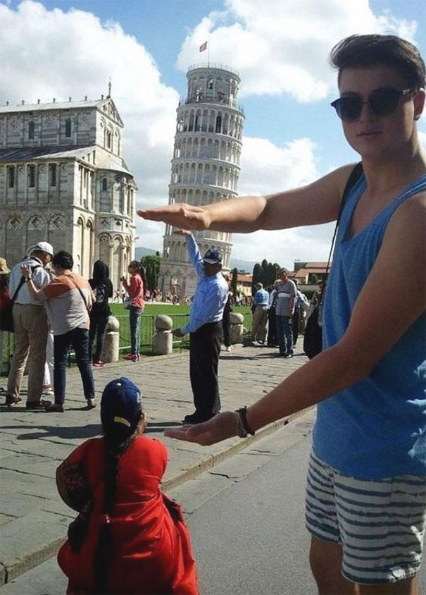 Ποζάροντας με τον Πύργο της Πίζας (23)