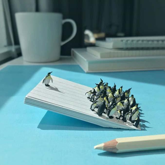 Δημιουργεί εκπληκτικές σκηνές στο γραφείο του χρησιμοποιώντας καθημερινά αντικείμενα και μινιατούρες (6)