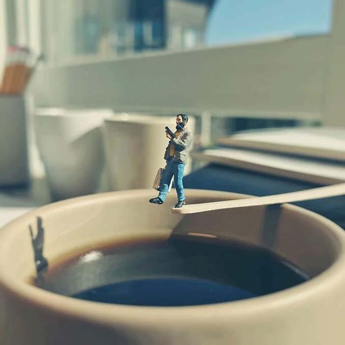 Δημιουργεί εκπληκτικές σκηνές στο γραφείο του χρησιμοποιώντας καθημερινά αντικείμενα και μινιατούρες (7)