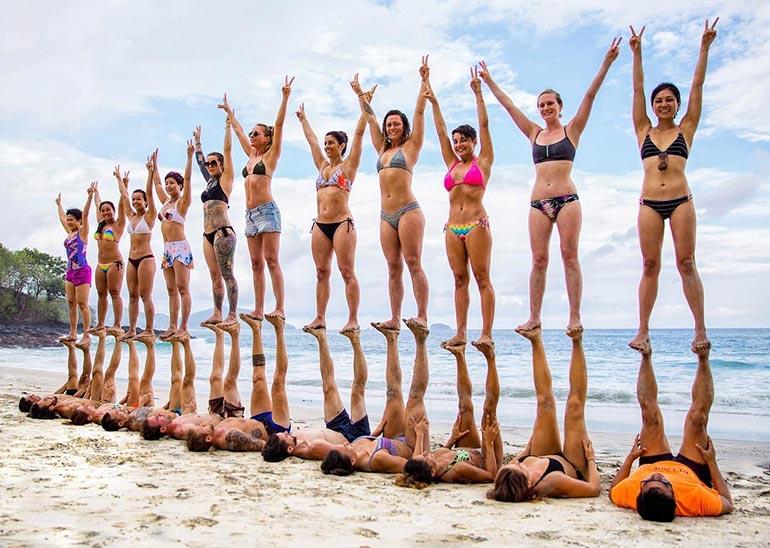 Ομαδική φωτογράφιση σε παραλία του Μπαλί | Φωτογραφία της ημέρας