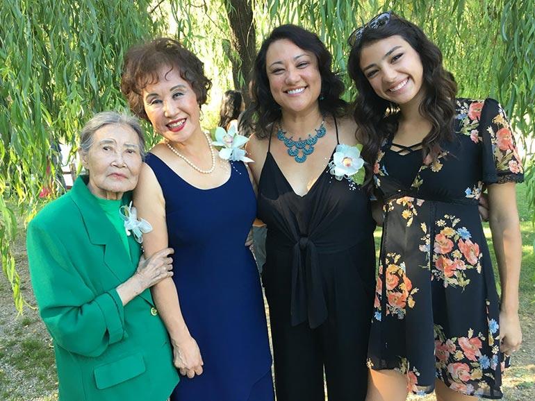 Τέσσερις γενιές γυναικών σε μια οικογενειακή φωτογραφία | Φωτογραφία της ημέρας