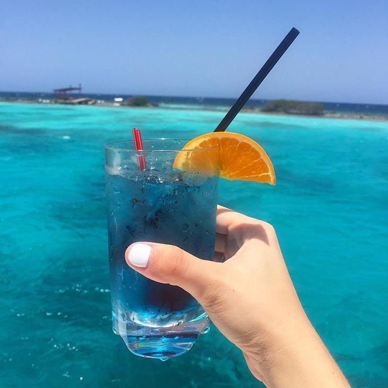 Όταν το ποτό σου ταιριάζει με την θάλασσα | Φωτογραφία της ημέρας