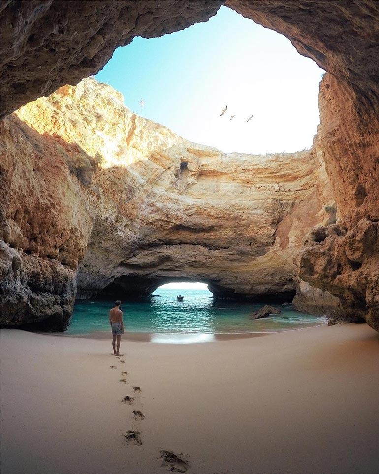 Εξερευνώντας μια πανέμορφη μυστική παραλία στην Πορτογαλία | Φωτογραφία της ημέρας