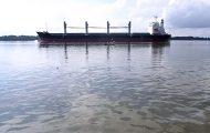 Πλοίο προκαλεί μικρό τσουνάμι