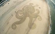 Κάποτε έκανε παιδικές ζωγραφιές στην άμμο... τώρα δημιουργεί επικά έργα τέχνης! (1)