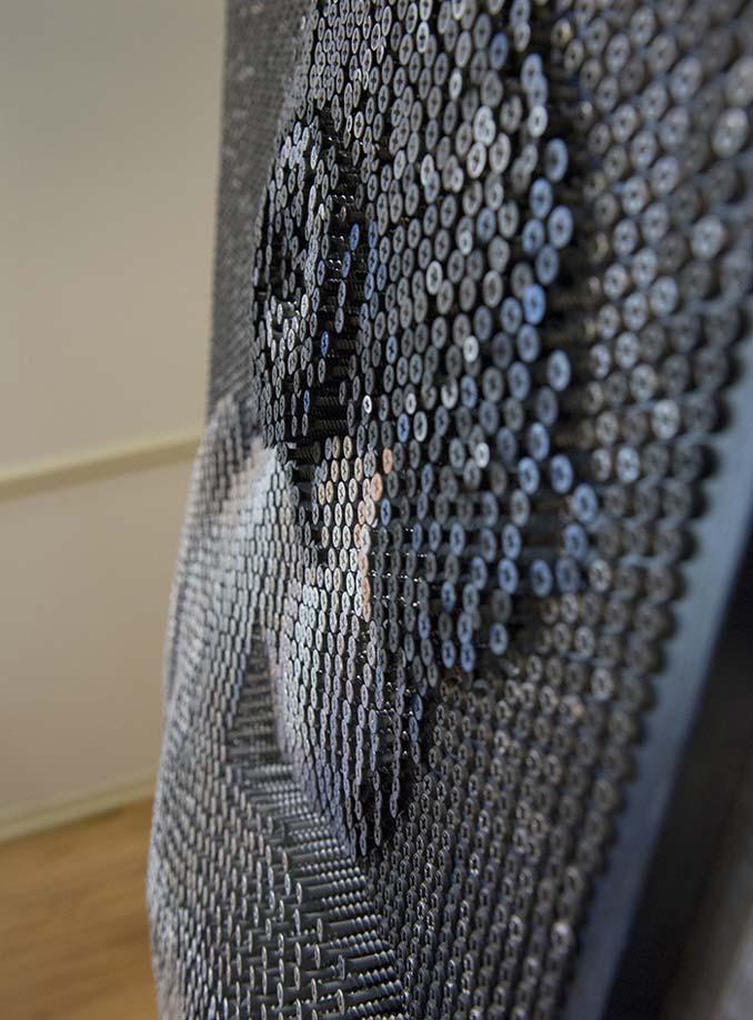 Καλλιτέχνης δημιουργεί εντυπωσιακά πορτρέτα χρησιμοποιώντας 20.000 βίδες (11)