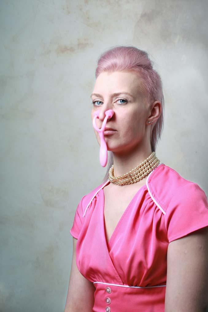 Φωτογράφος καταγράφει τον περίεργο κόσμο των gadgets ομορφιάς (10)